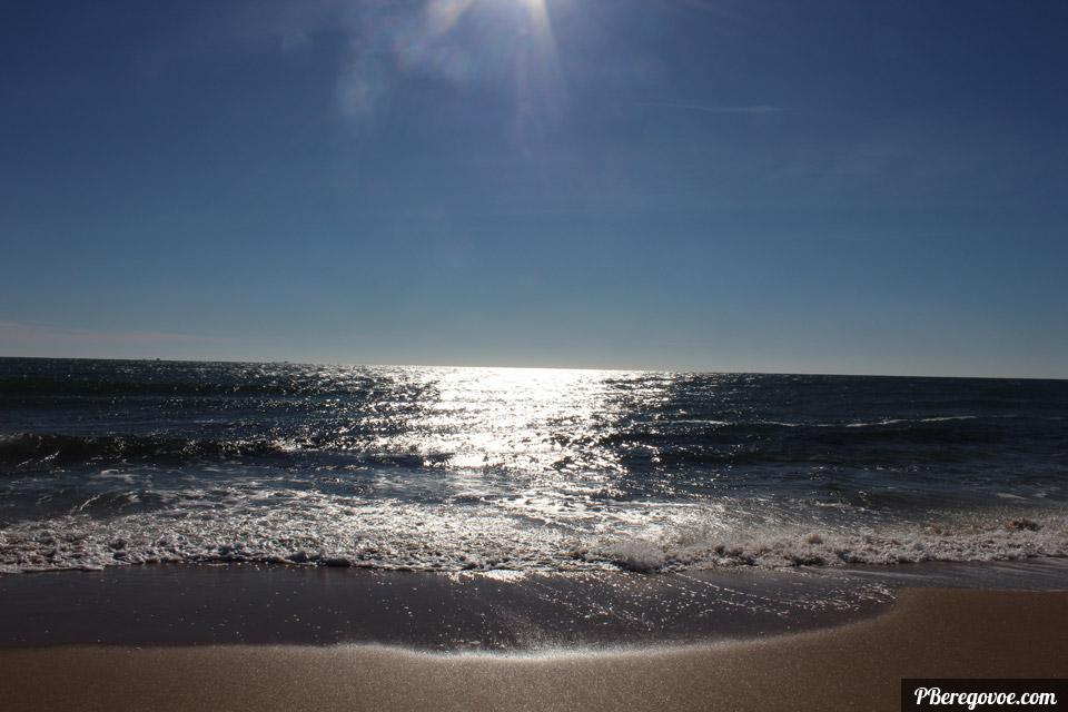 море бликует